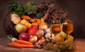 7979020-fall-cornucopia-and-wine-setting