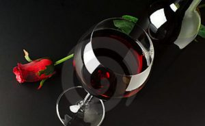 red-wine-rose-10093666